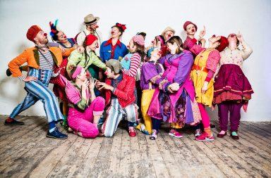 Etter 18 års drift teller Sykehusklovnene over tredve profesjonelle scenekunstnere som har spesialisert seg i å klovne på sykehus. Foto: Anders Nilsen