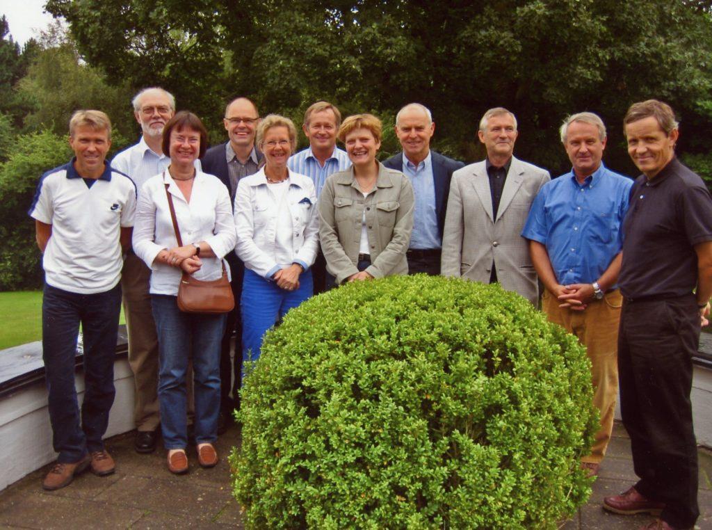 Med venner i Nordisk Pediatrisk Forening, København 2004. Norske deltakere er LeifBrunvand (helt til venstre), Alf Meberg og Jørgen Hurum (lengst til høyre).