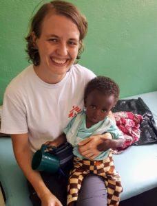 Her er jeg med en av våre underernærte pasienter